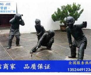 小孩放炮竹雕塑-生活小品人物景观雕塑