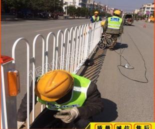 韶关人行道分离护栏乙型 车道隔离栏 广州面包管护栏带底座