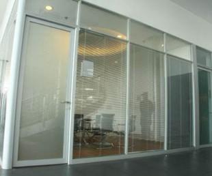 大量批發玻璃隔斷,辦公隔斷,鋁合金隔斷圖片
