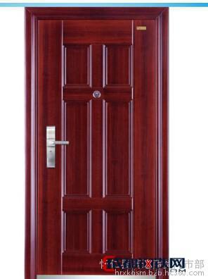 優質冷軋鋼板擠壓而成,門板全部為鋼板,耐沖擊力強。門扇雙層鋼板內填充巖棉保溫