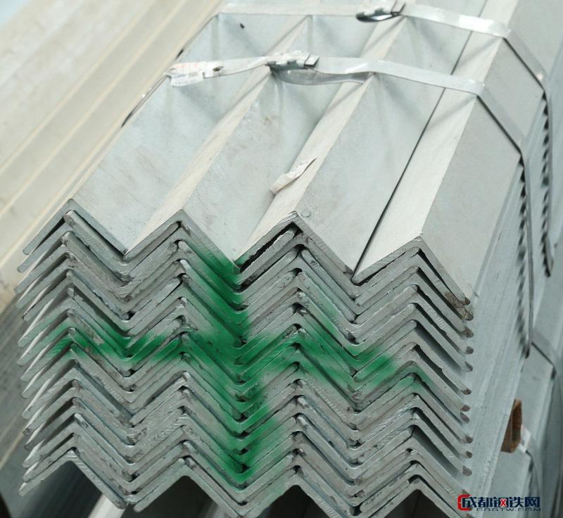 亚虎国际娱乐客户端下载_热镀锌角钢  也可镀锌加工定做  规格齐全 质优耐用