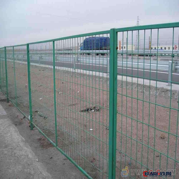 朋英 生产供应 交通方管防爬网 组装镀锌交通护栏网 道路隔离网