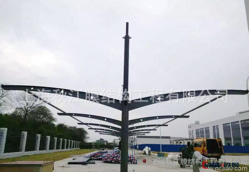秋江膜 汽车停车棚  结构汽车棚 上海膜结构汽车棚厂家  汽车车棚 低合金高强度结构钢图片