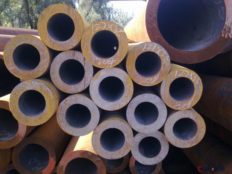 优质大口径无缝流体管 小口径无缝流体管  输送流体管