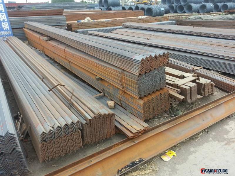 南昌角钢 大量零售  大量批发 现货  厂房角钢 广告牌角钢 等。国标角钢。